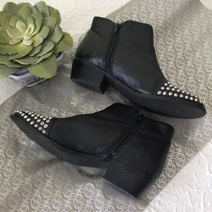 STEVE MADDEN Studded Ankle Boots GUC sz 9.5